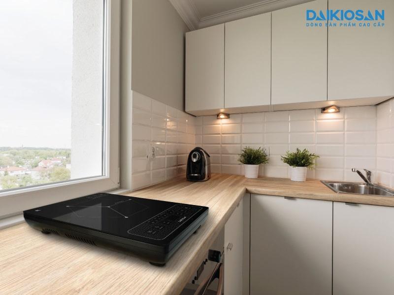 nên đặt bếp ở bề mặt bằng phẳng để an toàn khi nướng