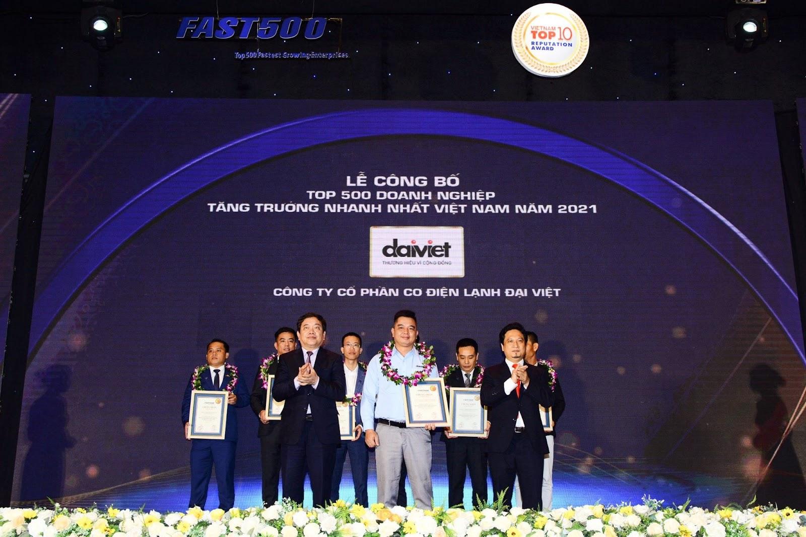 Tập Đoàn Đại Việt thương hiệu đã có hơn 19 năm hoạt động và lọt TOP 500 doanh nghiệp tăng trưởng nhất năm 2021 xứng đáng là đơn vị cung cấp ghế massage để bạn tin dùng