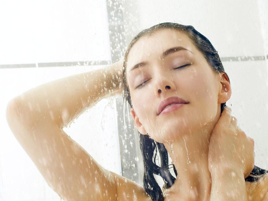 cách giải nhiệt cơ thể bằng tắm rửa