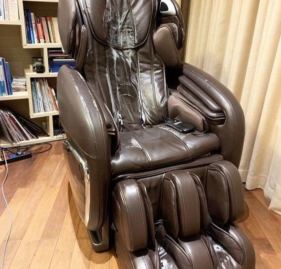 Ghế massage giá rẻ sử dụng con lăn 2D khả năng massage di chuyển bị hạn chế