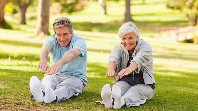 Khởi động nhẹ trước khi nằm ghế massage để làm cơ thể nóng lên và quen nhịp vận động