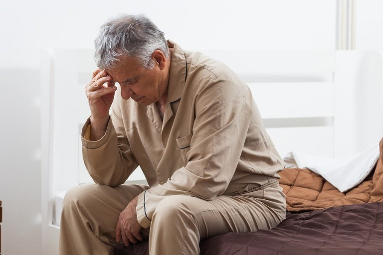 Người già khi cơ thể yếu, mệt mỏi, mất sức không nên dùng ghế massage