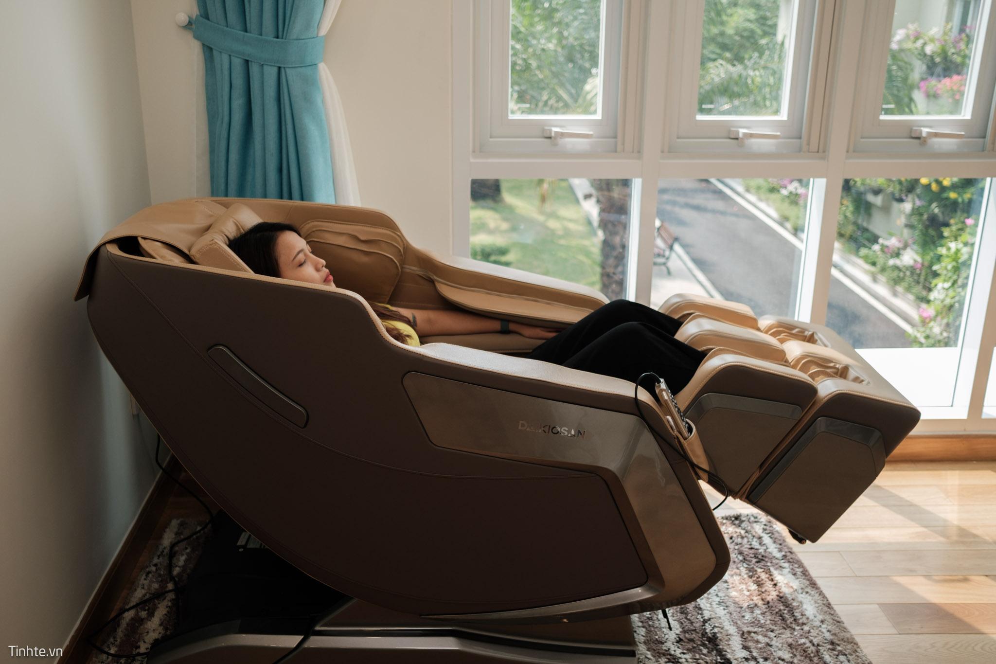 Ghế massage giúp giảm đau và nhức mỏi cơ bắp.