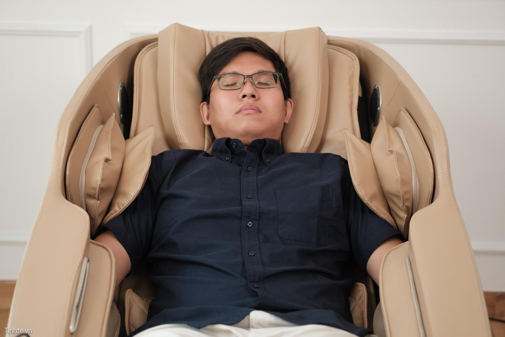 Ngồi ghế massage nhiều không tốt. Theo các chuyên gia, thời gian mỗi lần dùng ghế massage là không quá 20 phút.