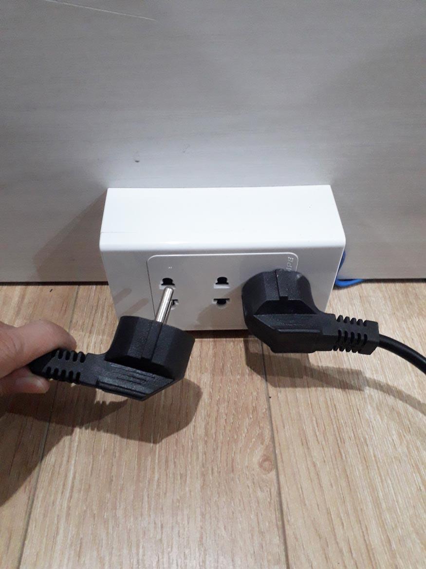 sai lầm khi dùng ghế massage là không rút dây cắm điện