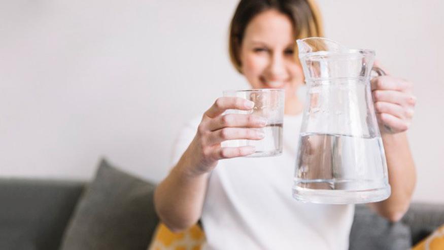 uống nước ấm giảm cân vì tăng cường trao đổi chất và đốt cháy mỡ thừa