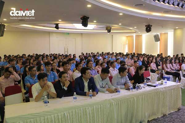 Đại Việt tặng thưởng ô tô cho nhân viên xuất sắc và gắn bó lâu dài