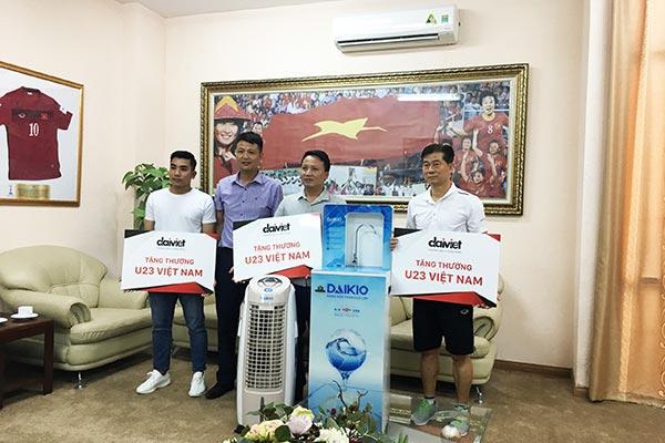 Đại Việt thực hiện tặng thưởng cho đội tuyển U23 Việt Nam