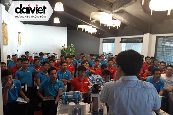 Tổng giám đốc Đại Việt trực tiếp training máy lọc nước cho nhân viên khu vực phía Bắc
