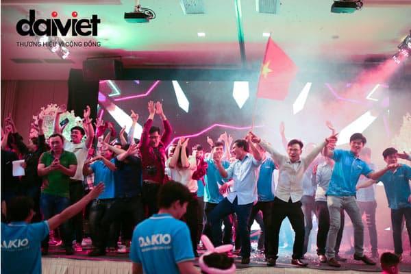 Đại Việt tặng thưởng gần 1 tỷ cho nhân viên ăn mừng chiến thắng của Việt Nam