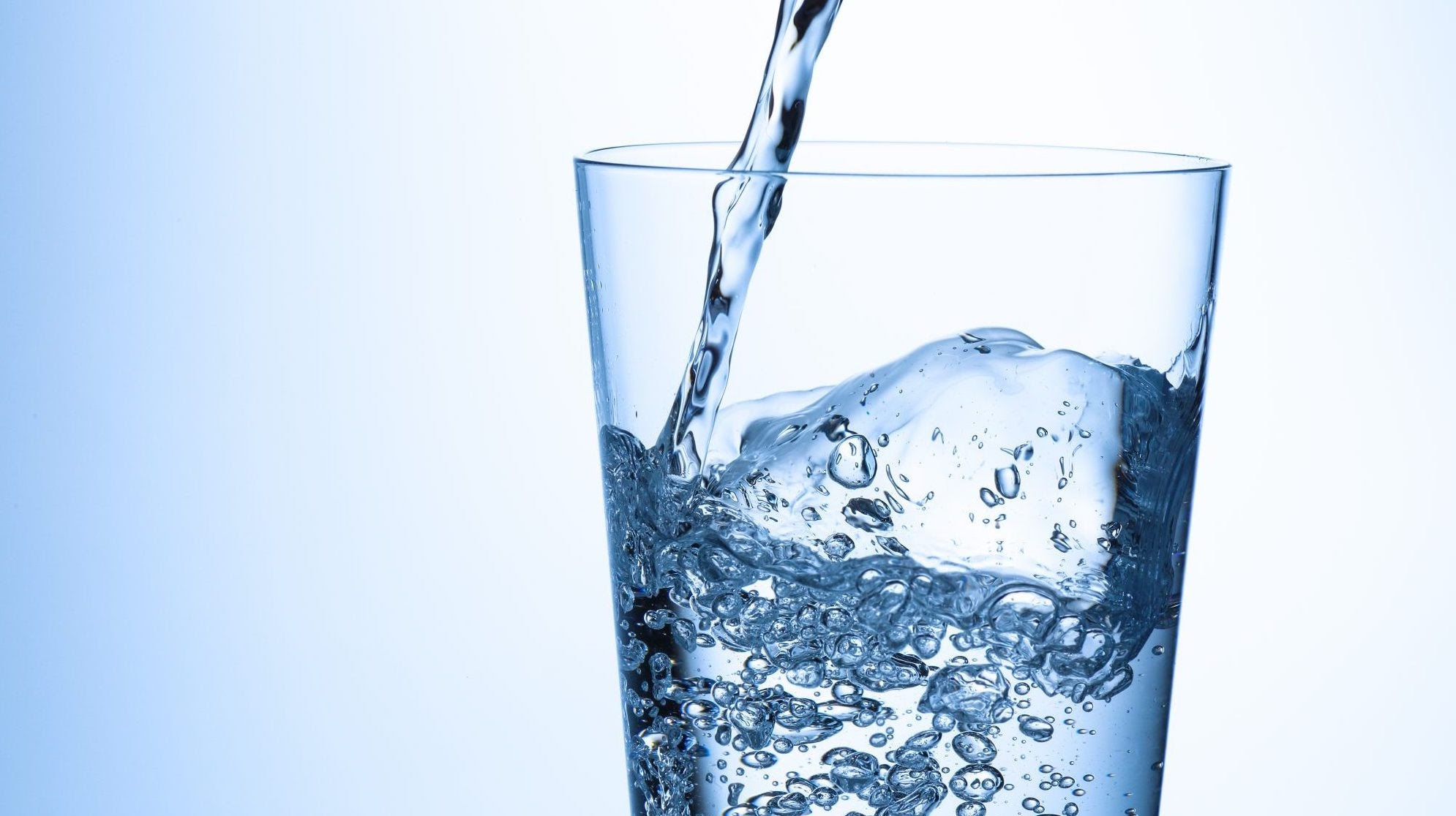 Lợi ích của việc uống nước đủ mỗi ngày