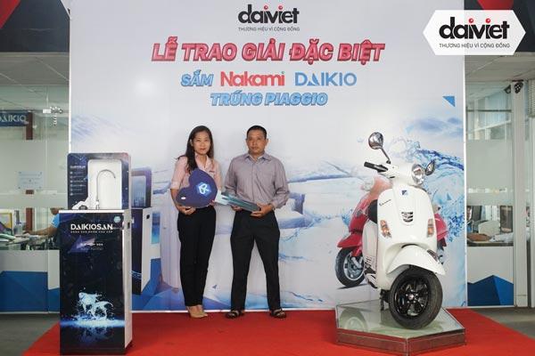 Trao thưởng xe máy Piaggio cho khách hàng may mắn khi mua Daikio / Nakami đợt 9