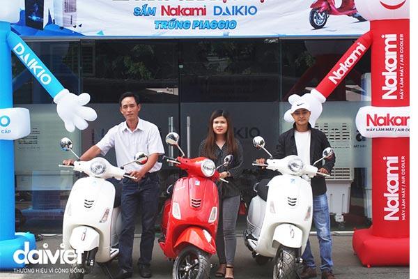 Trao thưởng đợt 3 cho khách hàng may mắn trúng xe máy piaggio