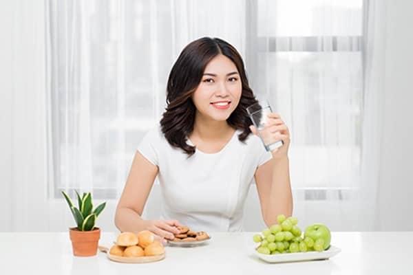 Uống nước ấm giảm cân - Sự thật hay lời đồn?
