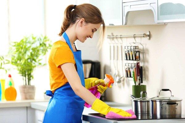 Mách bạn cách vệ sinh bếp từ đơn giản mà hiệu quả