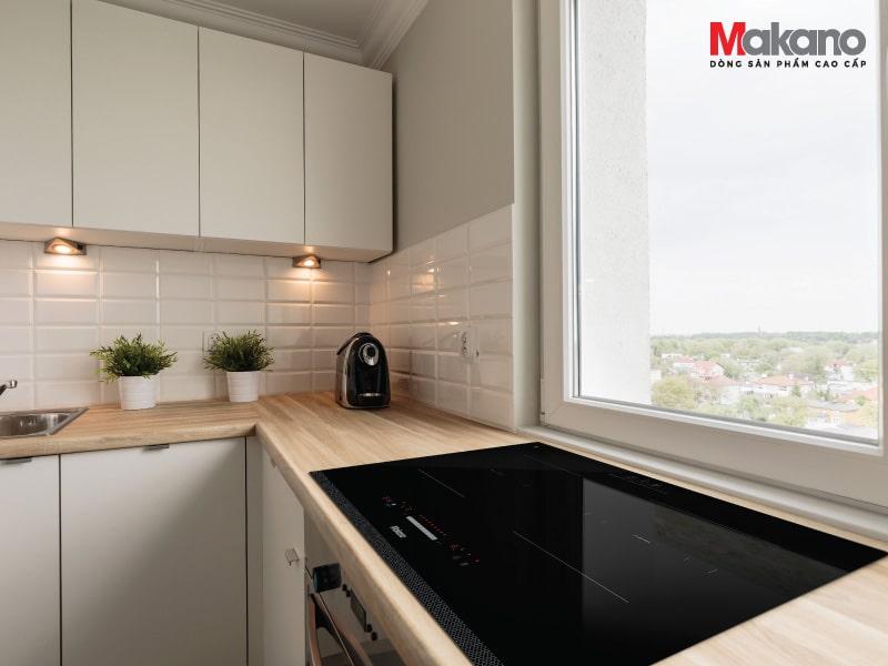 Kết hợp giữa bếp từ và hồng ngoại, Makano MKC-200002 đáp ứng tối đa nhu cầu của người dùng