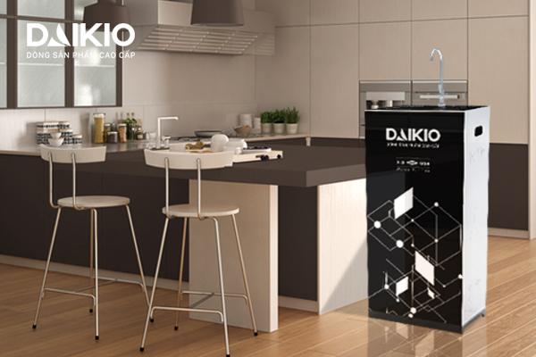 Máy lọc RO Daikio DKW-00008H tạo ra nguồn nước sạch cho gia đình