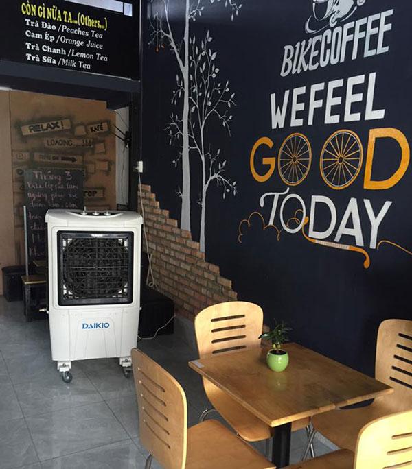 hình ảnh máy làm mát daikio dk-5000a trong quán cà phê